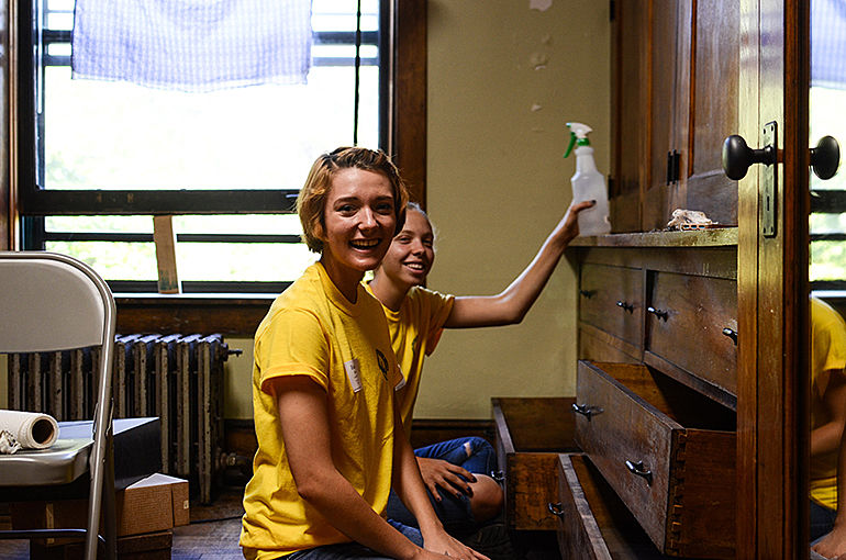 Engage Chicago Through Service Day Takes More Than 350 Students Out Into Community